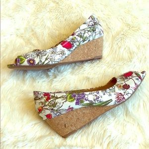 Clarks Open Toe Floral Print Wedge Womens 8.5